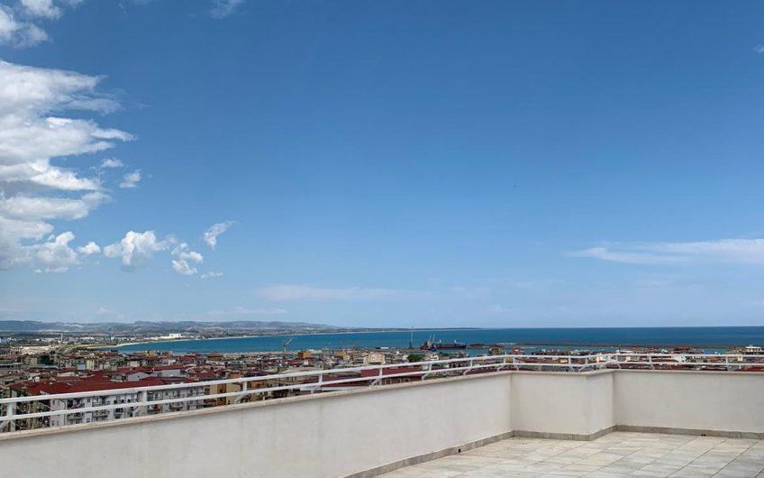Attico in zona  centrale , con una vista panoramica sulla città di Crotone.